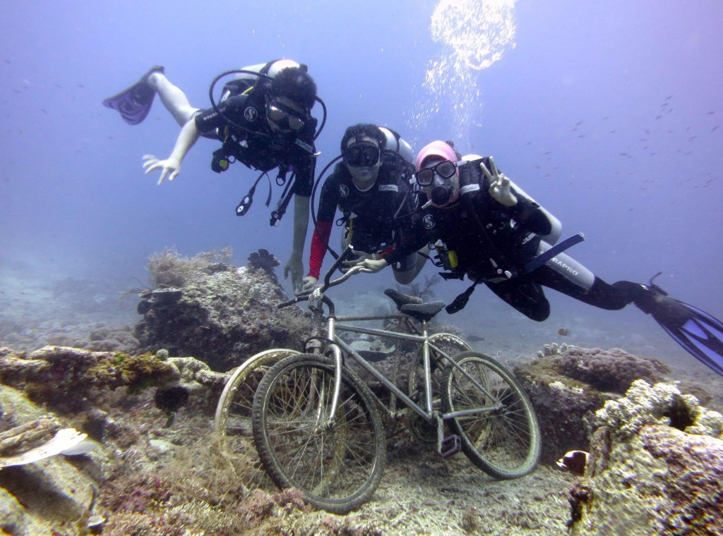 Diving in Bounty Ship Wreck, Lombok, Indonesia with my buddies : Zulfi, me, and Fathimah